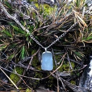 Tengeri üveg (sea glass) medálos nyaklánc, újrahasznosított, négyzet alakú 1., Ékszer, Nyaklánc, Medálos nyaklánc, Újrahasznosított alapanyagból készült termékek, Üvegművészet, Tengeri üvegből (sea glass) tiffany technikával készült egyedi medál. \nNők és férfiak számára is ide..., Meska