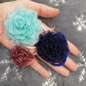 Organza rózsa hajgumi, Ruha & Divat, Hajdísz & Hajcsat, Hajgumi, Csodaszép színű fényes organza szalagokból készítettem rózsás hajgumikat. Igazi télies hangulata van..., Meska