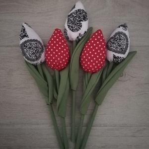 Textiltulipánok változatos színekben, Otthon & Lakás, Dekoráció, Csokor & Virágdísz, Klasszikus piros-pöttyös és gyönyörű fekete-fehér tulipánok eladók!  A 2.képen a legtöbb minta elérh..., Meska