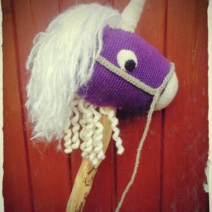 """Horgolt """"seprűnyél"""" póni, Gyerek & játék, Játék, Játékfigura, Plüssállat, rongyjáték, Horgolt egyszarvú póni lómániásoknak - a seprűnyél lovak mintája alapján készült - van fonható sörén..., Meska"""