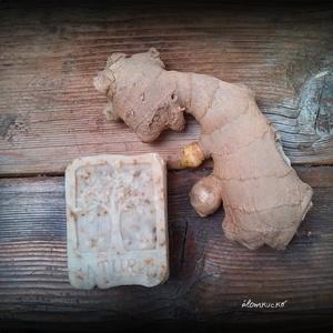 Gyömbéres-citromfüves szappan mézzel és méhviasszal, Táska, Divat & Szépség, Szépség(ápolás), Krém, szappan, dezodor, Natúrszappan, Szappankészítés, Életfa mintás\n\nÖsszetevők: olívaolaj, kókuszvaj, napraforgó olaj, méhviasz, méz, gyömbér-citromfű te..., Meska