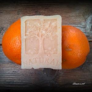 Narancs - fahéj szappan zabtejjel és szőlőmag olajjal, Szépségápolás, Szappan & Fürdés, Szappan, Szappankészítés, Életfa mintás\nÖsszetétele: olívaolaj, kókuszvaj, napraforgó olaj, szőlőmag olaj, lúg, zabtej, zabkor..., Meska