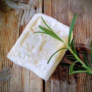 Rozmaringos hajmosó szappan, Szépségápolás, Sampon & Hajápolás, Szappankészítés, Életfa mintás\n\nÖsszetétel: olívaolaj, kókuszvaj, napraforgó olaj, ricinusolaj, sheavaj, lúg, kamilla..., Meska