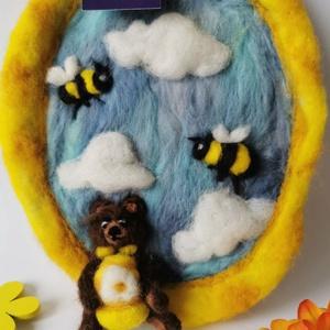 Méhecskés nemezkép, gyerekszoba dekoráció, Gyerek & játék, Gyerekszoba, Baba falikép, Mobildísz, függődísz, Otthon & lakás, Dekoráció, Kép, Nemezelés, Vidám színeivel minden gyerekszoba egyedi dekorációja ez a kis nemezkép, melyen méhecskék repdesnek ..., Meska