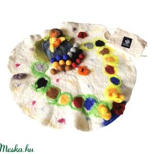 AKCIÓ! Kacsák a pályán-nemez/gyapjú társasjáték, Társasjáték & Puzzle, Játék & Gyerek, Nemezelés,  Színtanító társasjáték kiskacsákkal. A játék során a kacsamama a tóban várja kiskacsáit. A gyerekek..., Meska