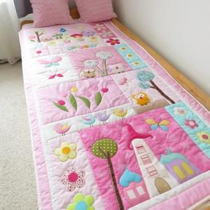 Rózsaszín, baglyos ágytakaró kislányoknak, Otthon & Lakás, Lakástextil, Ágytakaró, Patchwork, foltvarrás, Méretei: 194x97 cm.\nAnyaga pamutvászon, beavatott anyagokból, flízzel bélelve, steppelve minden körv..., Meska