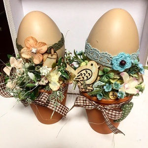 Húsvéti tojások asztalodra dekoráció, Otthon & Lakás, Dekoráció, Asztaldísz, Kisebb cserepekben műanyag tojások, melyek igazán élethűek húsvéti asztaldekorációk. A fotón 2 db va..., Meska