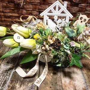 Asztaldekoráció tulipánokkal , Otthon & Lakás, Dekoráció, Asztaldísz, Fém hosszúkás edényben tulipanok, sajátkészítésű textil szivecskékkel, Meska