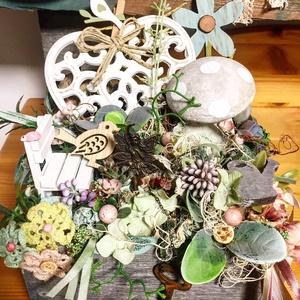 Asztaldísz vintage hangulatú fiókban, Otthon & Lakás, Dekoráció, Asztaldísz, Asztaldisz a fotón látható különféle dekorokkal elkészítve, kis szék, fem angyalka, fem lanc, horgol..., Meska
