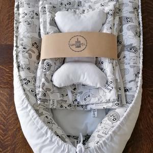 5 részes babafészek termékcsalád cicás-kutyás, Esküvő, Babafészek termékcsalád újszülöttek részére. A szett tartalma: 1 db fészek 86x50 cm. 1 db kivehető b..., Meska