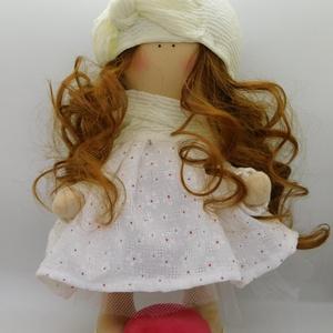 Szerelem textilbaba, Otthon & lakás, Dekoráció, Dísz, Varrás, Baba szívvel-szeretettel \nA babát nyomott virágmintás ruhácskával varrtam, sapiját masnival díszítet..., Meska