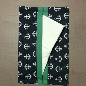 Papírzsebkendő tartó - a nyarat kedvelőknek, Táska & Tok, Pénztárca & Más tok, Zsebkendőtartó, Varrás, Tavaszi kiárusítás!\n\nLegyen a te táskádban is egy ilyen apróság.\n\nNáthás időszakban a textil zsebken..., Meska