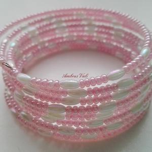 Rózsaszín - Fehér rizses memória karkötő, Ékszer, Karkötő, Ékszerkészítés, Gyöngyfűzés, gyöngyhímzés, Rózsaszín kása és fehér rizs szemű gyöngyből fűzött memóriadrótos karkötő. 9 kör, Meska