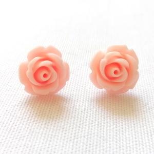 Rózsa fülbevaló - rózsaszín, Ékszer, Fülbevaló, Ékszerkészítés, Egyszerű, bedugós fülbevaló alapra rózsaszín, műgyantából készült rózsát ragasztottam. A rózsa átmér..., Meska