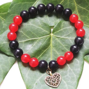 Piros- fekete ásvány karkötő, obszidián- jáde ásvány karkötő szív medállal, egyedi ásvány karkötő, Karácsony, Ékszer, Ékszerkészítés, Gyöngyfűzés, gyöngyhímzés, Ásványok: 8mm-es piros jáde, fekete obszidián \nDíszítés: bronz szív medál\nKerülete: kb. 18cm. 16-17c..., Meska