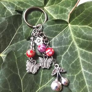 Cseresznyés, pillangós kulcstartó, Táska, Divat & Szépség, Kulcstartó, táskadísz, Kulcstartó pillangókkal, cseresznyével, virágos millefiori üveggyöngyökkel, díszítve, ajándék díszcs..., Meska