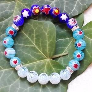 Kék, virágos millefiori üveggyöngy karkötő, ombre (színátmenetes) karkötő, Ékszer, Karkötő, Egyedi, kék színű virágos ásványkarkötő 8mm-es virágos kék millefiori üveggyöngyökből, ombre, azaz s..., Meska