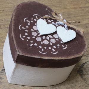 Szív doboz, szívekkel, szívesen , Esküvő, Nászajándék, Emlék & Ajándék, Pénzátadó dobozka, ha a boritékot snassznak találod :) 10 x 11 x 6 cm kemény papír dobozka, festve, ..., Meska