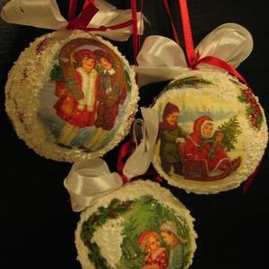Karácsonyi hógömbök nosztalgia mintával, Otthon & Lakás, Karácsony & Mikulás, Karácsonyfadísz, Decoupage, transzfer és szalvétatechnika, Festett tárgyak, Vintage stílusú képekkel díszített gömbök fára, vagy ajándéknak.\nGyerekek kedvence lesz, ha felfedez..., Meska