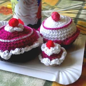 3 db horgolt habos sütemény, muffin, Otthon & Lakás, Dekoráció, Asztaldísz, Horgolás, Meska