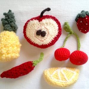 kis horgolt gyümölcsök és zöldségek - ananász, eper, alma, citrom, paprika, Szerepjáték, Játék & Gyerek, Horgolás, Kedves látogató!\nEzen az oldalon a képen látható amigurumi technikával készült gyümölcs és zöldség f..., Meska