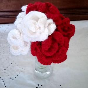 horgolt rózsacsokor üvegvázában, Csokor & Virágdísz, Dekoráció, Otthon & Lakás, Horgolás, Kedves látogató!\nEzen az oldalon a képen látható amigurumi technikával készült rózsáimat vásárolhato..., Meska