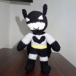 horgolt Batman szuperhős figura, Ember, Plüssállat & Játékfigura, Játék & Gyerek, Horgolás, Ki ne ismerné Batmant, a szuperhőst? A denevérember számos képregény, film és videojáték szereplője,..., Meska