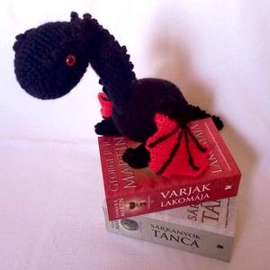 Daenerys Targaryen és Drogon - horgolt figurák a Trónok Harca világából, Más figura, Plüssállat & Játékfigura, Játék & Gyerek, Horgolás, A Trónok Harca egy igen közkedvelt fantasy sorozat George R. R. Martin tollából. Te is rajongója vag..., Meska