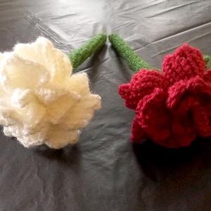 horgolt fehér és vörös rózsa, Otthon & Lakás, Dekoráció, Csokor & Virágdísz, Horgolás, Kedves látogató!\nEzen az oldalon a képen látható amigurumi technikával készült rózsáimat vásárolhato..., Meska