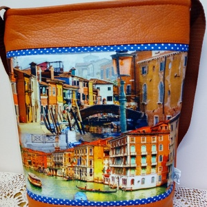 Velencés  táska, Táska, Válltáska, oldaltáska, Varrás, Textilbőr  és  vászon  kombinációja  ez a  táska .  34x 27cm Vállpántja  állítható. Kettő nagy bels..., Meska
