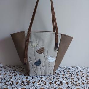 Natúr  táska, Táska & Tok, Kézitáska & válltáska, Válltáska, Varrás, Egyedi applikációval díszített táska. \nNatúr vászon ès  textilbőr kombinációja. \nMérete szélesség 52..., Meska