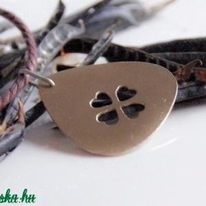Lóhere vagy szívecskék    Gitárpengető medál (amuletta) - Meska.hu