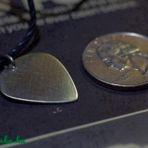 PICI Gitárpengető - Alpakka gitár pengető (amuletta) - Meska.hu