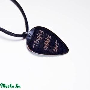 Idézetes gitár pengető nyaklánc - ajándék gitárosoknak - gitáros idézetek (amuletta) - Meska.hu