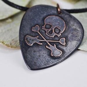 Koponya fém gitárpengető medál -gitárpengető nyaklánc (amuletta) - Meska.hu