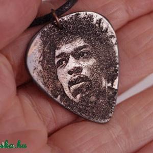 Jimi Hendrix gitár pengető  - vörösréz gitár pengető (amuletta) - Meska.hu