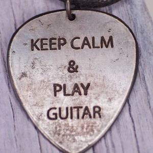 KEEP CALM maratott gitár pengető  - vörösréz gitár pengető - fiúknak is (amuletta) - Meska.hu
