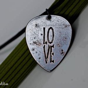 LOVE -feliratos- szerelem -Vörösréz gitárpengető nyaklánc- fiúknak is (amuletta) - Meska.hu