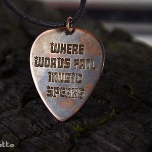 Where words fail, music speaks  - vörösréz gitár pengető - idézetes ékszer (amuletta) - Meska.hu