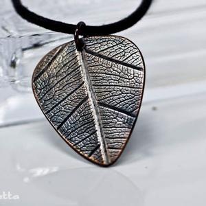 Igazi levél erezetes pengető nyaklánc - ajándék gitárosoknak (amuletta) - Meska.hu