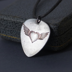 Szárnyas szív - szív szárnyakkal  rock szimbólum (amuletta) - Meska.hu