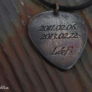 EGYEDI IDÉZET, amit csak akarsz  - idézetes gitár pengető nyaklánc - ajándék gitárosoknak - gitáros idézetek (amuletta) - Meska.hu