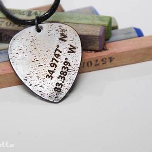 Budapesti emlék GPS koordinátás fém gitár pengető nyaklánc- fiúknak is (amuletta) - Meska.hu