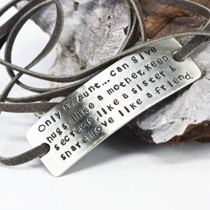 Feliratos karkötő (amuletta) - Meska.hu