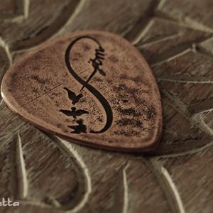 Infinity medál, egyedi betűkkel (amuletta) - Meska.hu