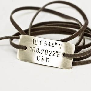 Karkötő GPS koordinátákkal és monogrammal betűbeütéssel, Ruha, divat, cipő, Ékszer, Szerelmeseknek, Karkötő, Ékszerkészítés, Ötvös, Karkötő GPS koordinátákkal és monogrammal betűbeütéssel  Akár egyedi idézet is lehetséges.  Egyedi ..., Meska