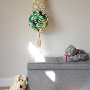 Makramé labdaháló, Otthon & lakás, Csomózás, Makramé zsinór fonalból készült labdatartó háló. \nSzíne: halványsárga\nmérete: 100cm\nRendelhető színe..., Meska
