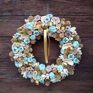 Karácsonyi ajtódísz, Otthon & Lakás, Karácsony & Mikulás, Karácsonyi kopogtató, Virágkötés, Az ajtódíszhez zsákvászonnal borított szalma alapot használtam, erre ragasztottam a  világoskék és k..., Meska
