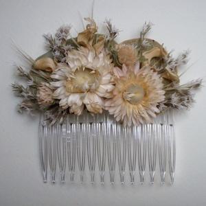 Hajdísz, Esküvő, Hajdísz, ruhadísz, Virágkötés, Szárazvirágokból készült hajdísz.\n\nMérete: kb. 7x9 cm, Meska