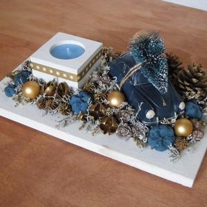 Karácsonyváró asztaldísz, Karácsony, Karácsonyi dekoráció, Otthon & lakás, Dekoráció, Dísz, Lakberendezés, Asztaldísz, Virágkötés, Asztaldísz szárazvirágokból és termésekből autó figurával és mécsestartóval.\nMécsessel vagy anélkül ..., Meska